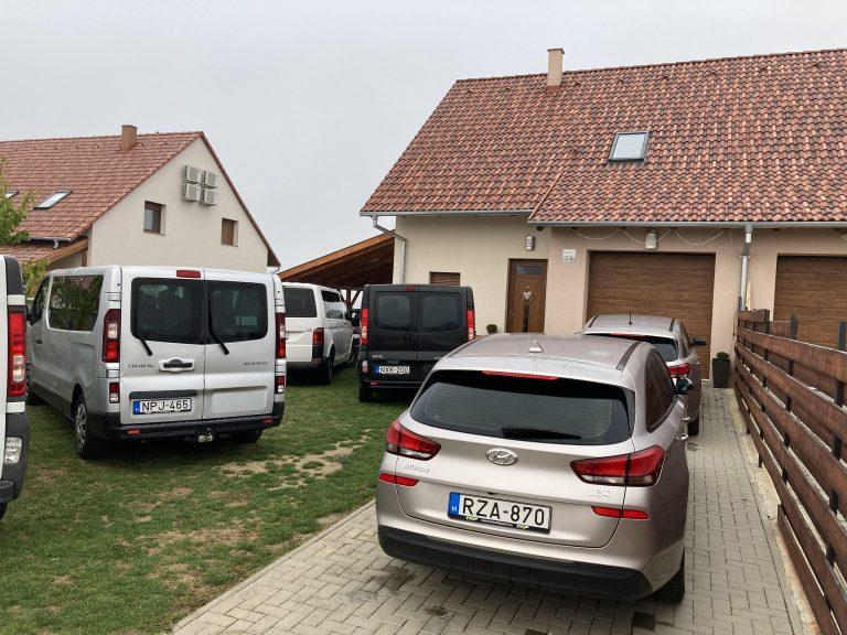 Autók-768×576